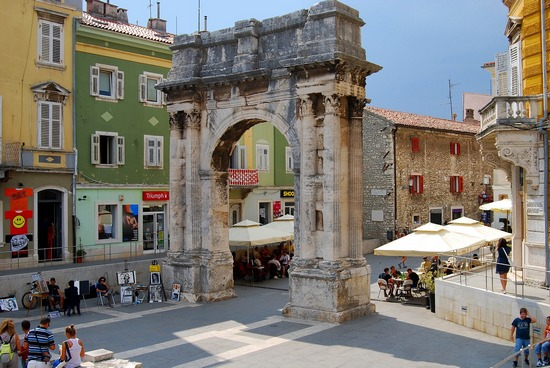 Arch Sergius in Pula city