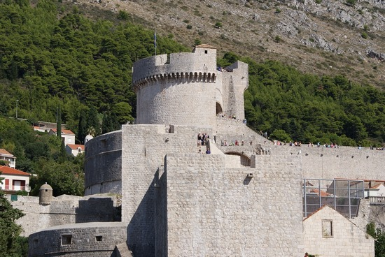 Visitors walking high up on Dubrovnik's medieval walls